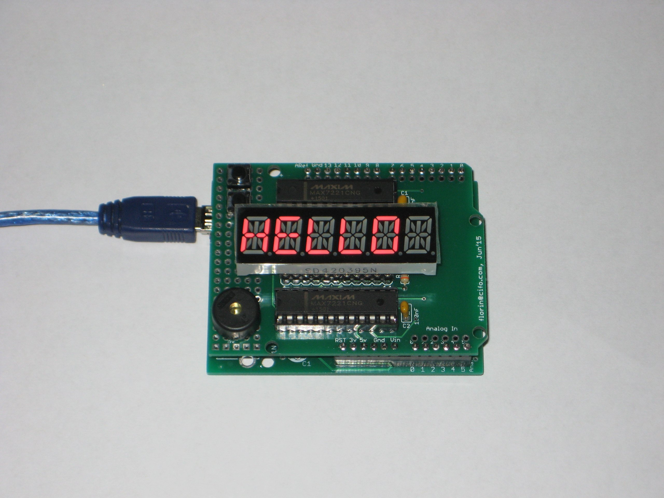 Arduino shield with alphanumeric led display from florinc