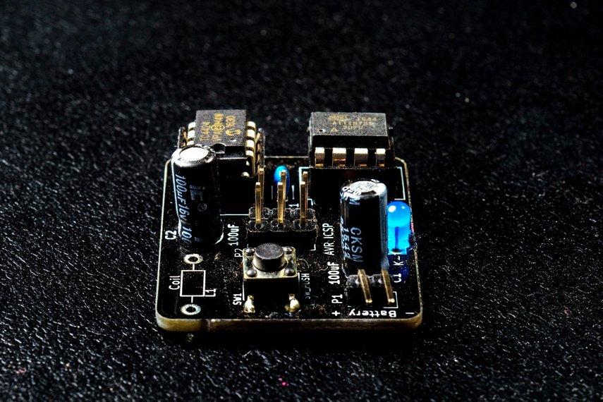 MagSpoof - Magnetic Credit Card Emulator