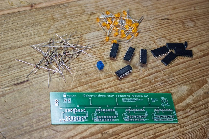 Daisy-chained Shift Registers Board Arduino kit
