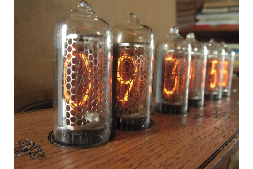 Vintage Nixie Clock On IN-8-2 Tubes In Wooden Case